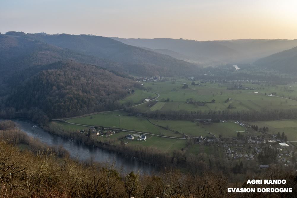 From this point the Dordogne leaves the valleys